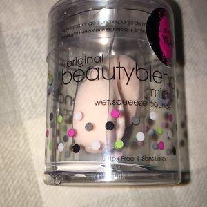 NEW beauty blender Micro Mini Makeup Brush Sponge